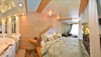 Suite, 1 King Bed, Non Smoking (Luxury One-Bedroom)