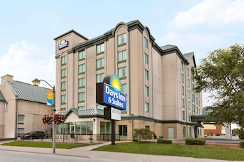 Hotel - Days Inn & Suites by Wyndham Niagara Falls Centre St. By the Falls