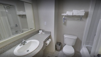 Days Inn & Suites by the Falls - Centre Street - Bathroom  - #0