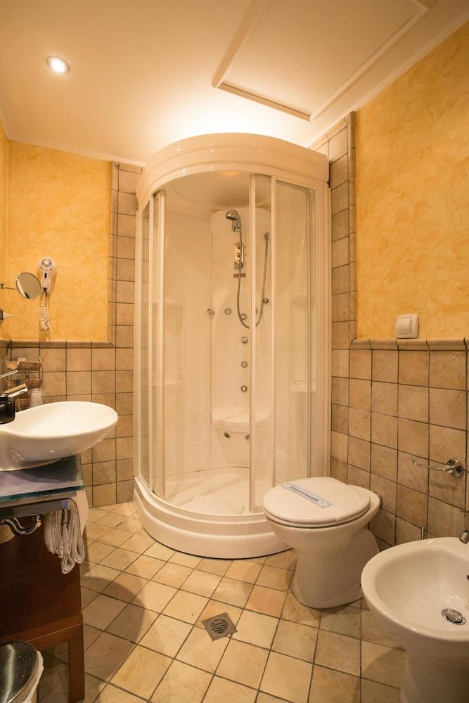 호텔 두에 마리(Hotel Due Mari) Hotel Image 50 - Bathroom