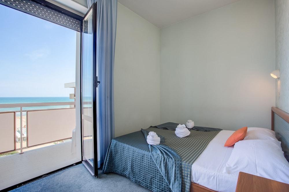 호텔 두에 마리(Hotel Due Mari) Hotel Image 11 - Guestroom