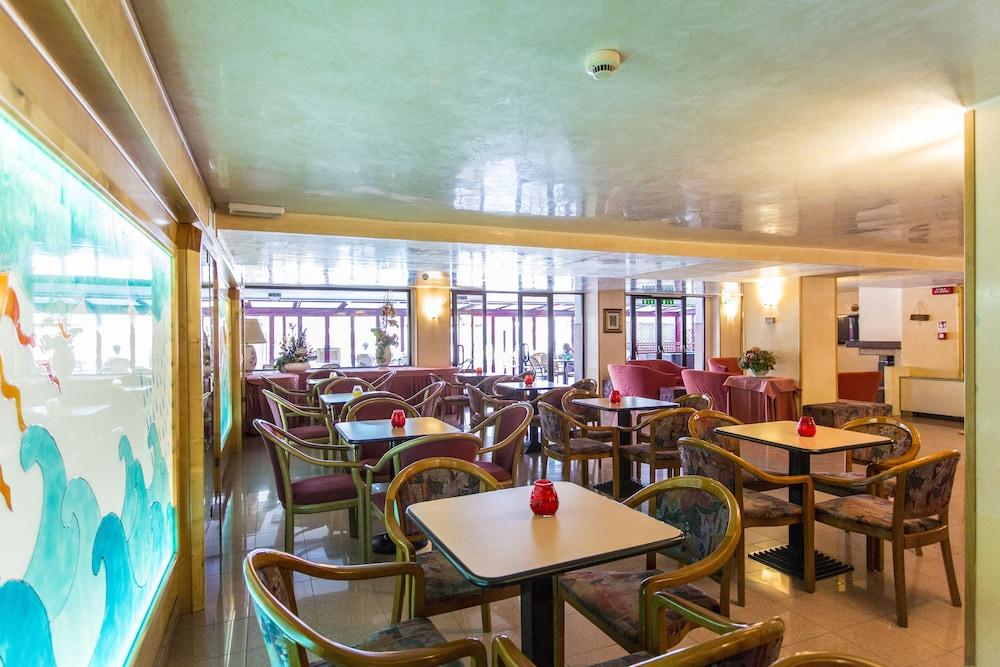 호텔 두에 마리(Hotel Due Mari) Hotel Image 72 - Hotel Lounge