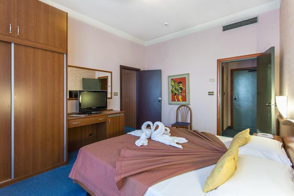 호텔 두에 마리(Hotel Due Mari) Hotel Image 13 - Guestroom