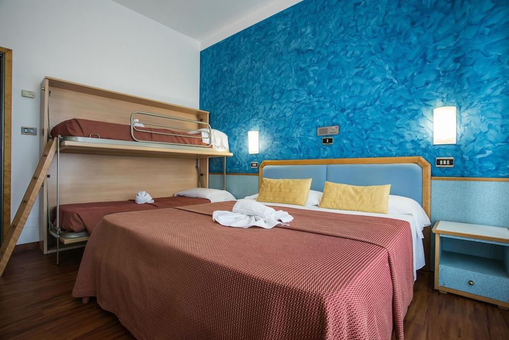호텔 두에 마리(Hotel Due Mari) Hotel Image 37 - Guestroom View