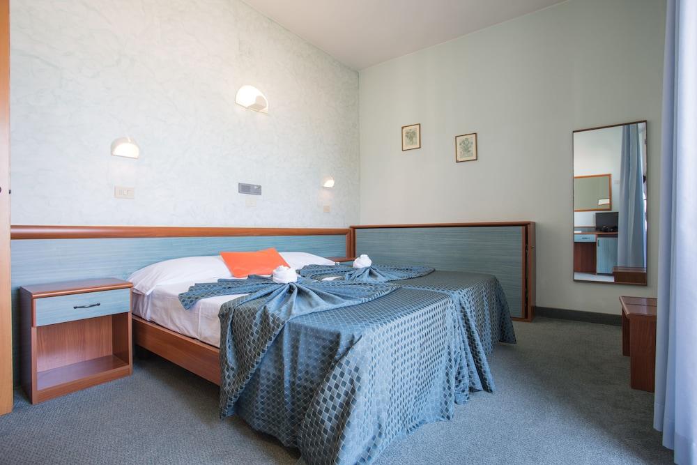 호텔 두에 마리(Hotel Due Mari) Hotel Image 14 - Guestroom