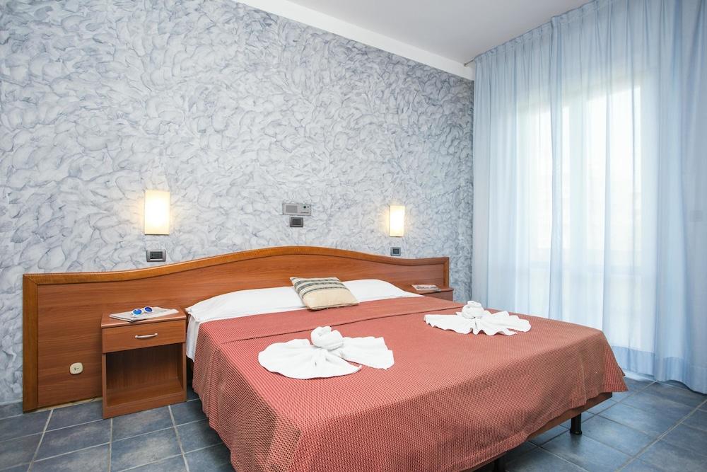 호텔 두에 마리(Hotel Due Mari) Hotel Image 38 - Guestroom View