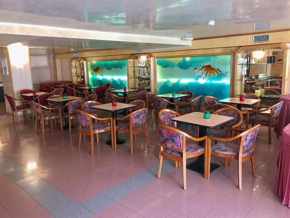 호텔 두에 마리(Hotel Due Mari) Hotel Image 73 - Hotel Lounge