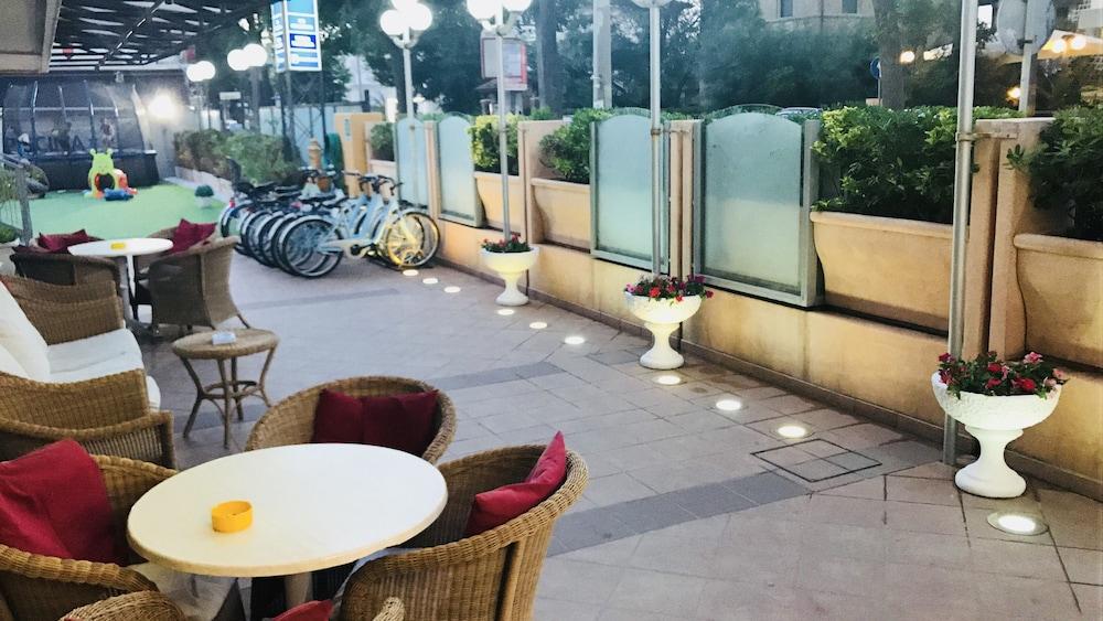 호텔 두에 마리(Hotel Due Mari) Hotel Image 85 - Exterior detail
