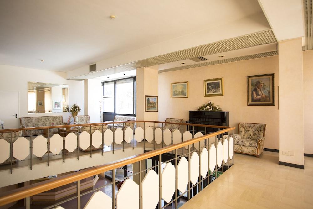 호텔 두에 마리(Hotel Due Mari) Hotel Image 2 - Lobby Sitting Area