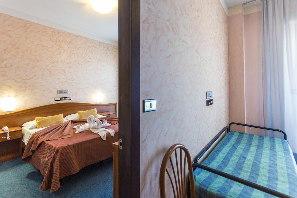 호텔 두에 마리(Hotel Due Mari) Hotel Image 19 - Guestroom