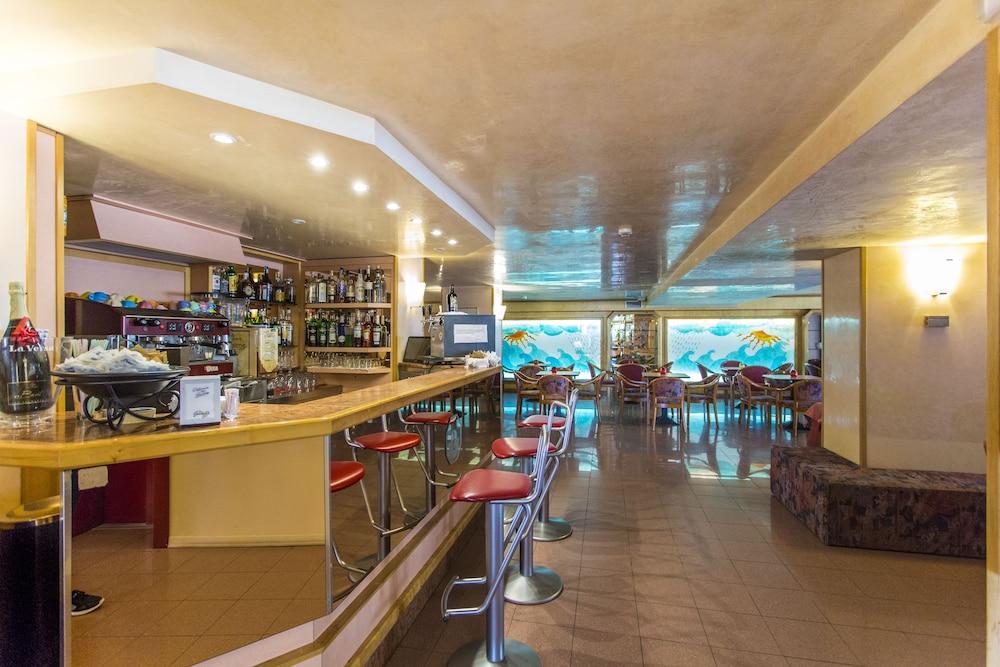 호텔 두에 마리(Hotel Due Mari) Hotel Image 70 - Hotel Bar