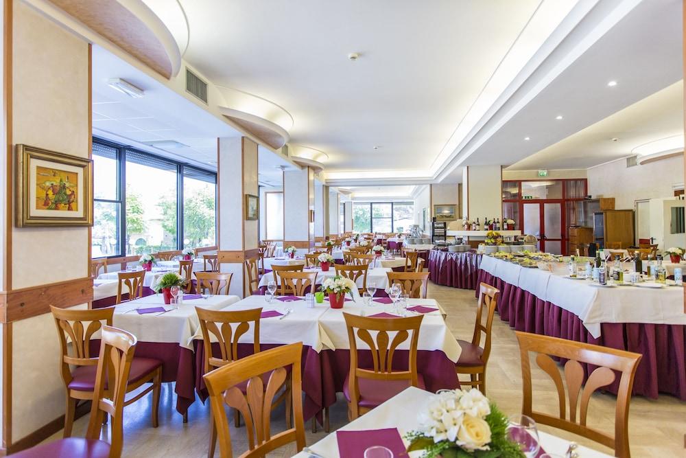 호텔 두에 마리(Hotel Due Mari) Hotel Image 61 - Restaurant