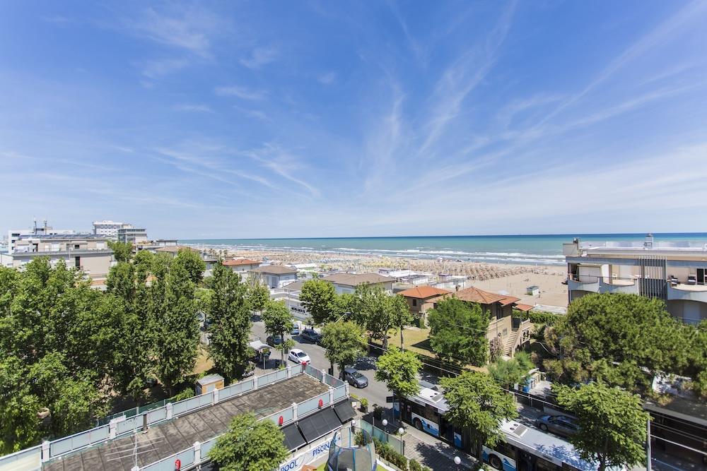 호텔 두에 마리(Hotel Due Mari) Hotel Image 86 - Beach/Ocean View