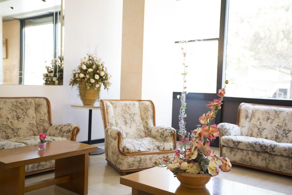 호텔 두에 마리(Hotel Due Mari) Hotel Image 5 - Lobby Sitting Area