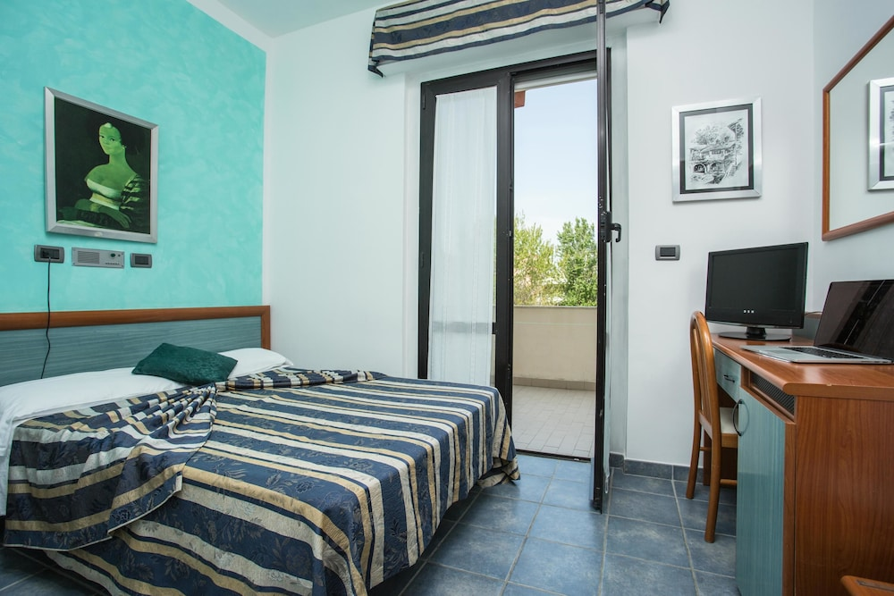 호텔 두에 마리(Hotel Due Mari) Hotel Image 43 - Guestroom View