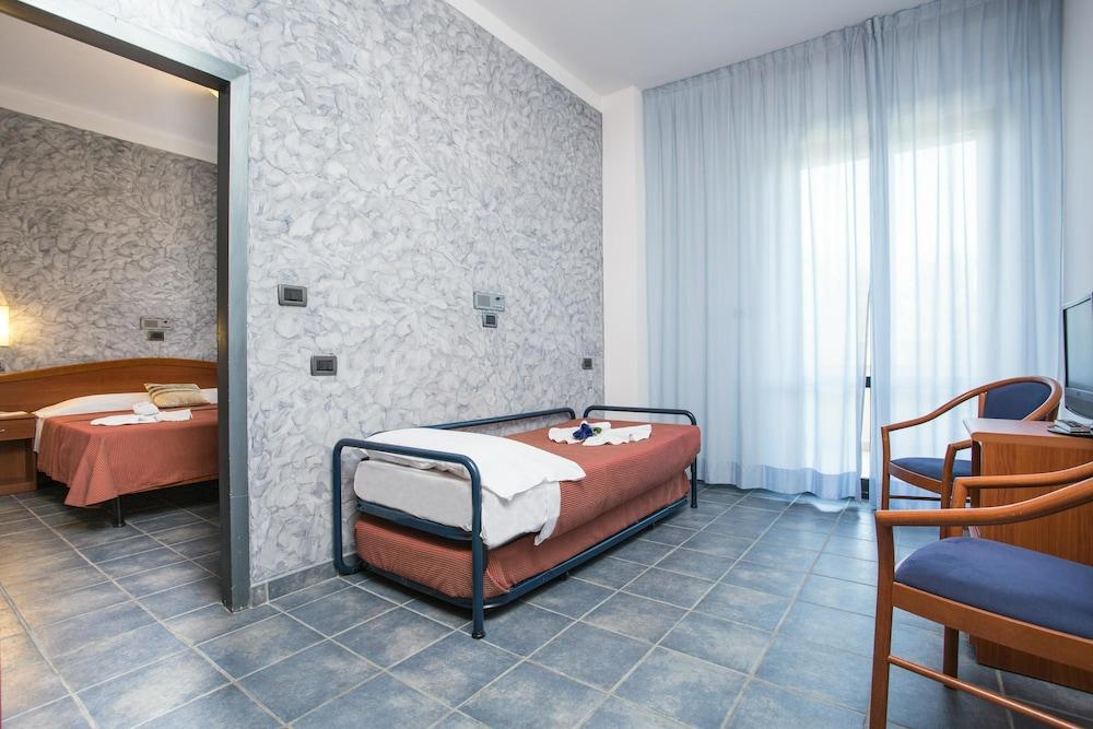 호텔 두에 마리(Hotel Due Mari) Hotel Image 44 - Guestroom View