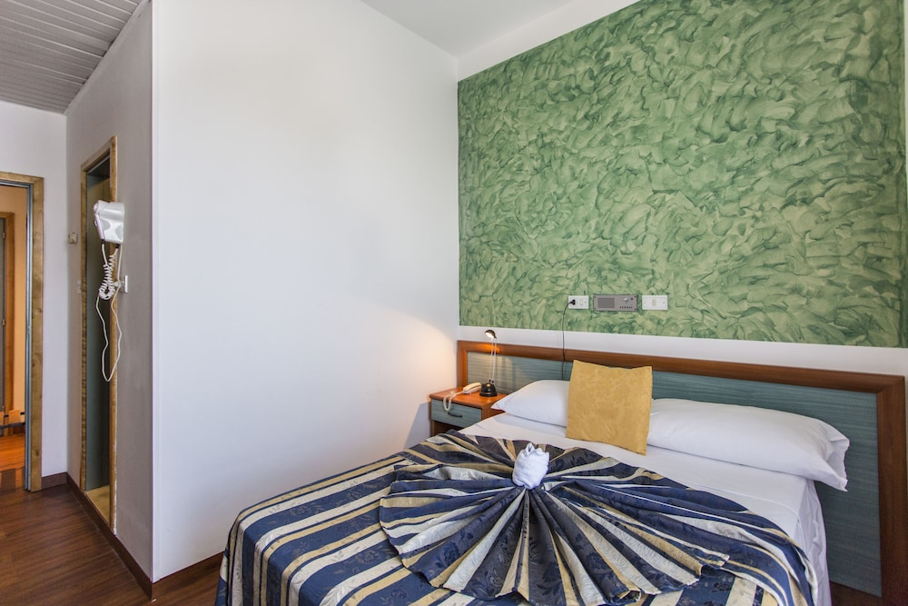 호텔 두에 마리(Hotel Due Mari) Hotel Image 21 - Guestroom