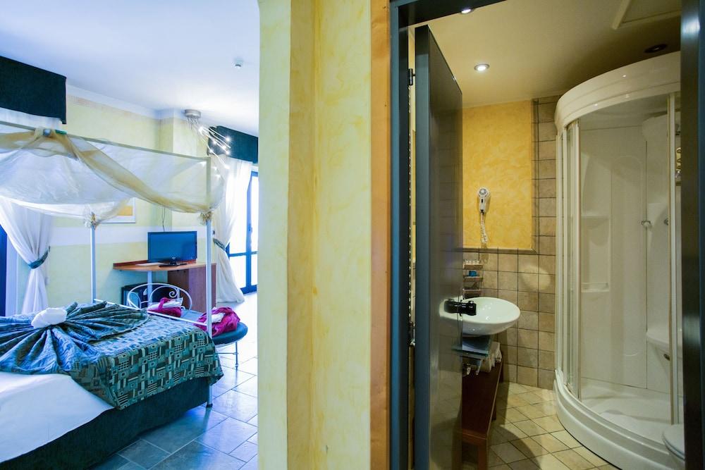 호텔 두에 마리(Hotel Due Mari) Hotel Image 23 - Guestroom