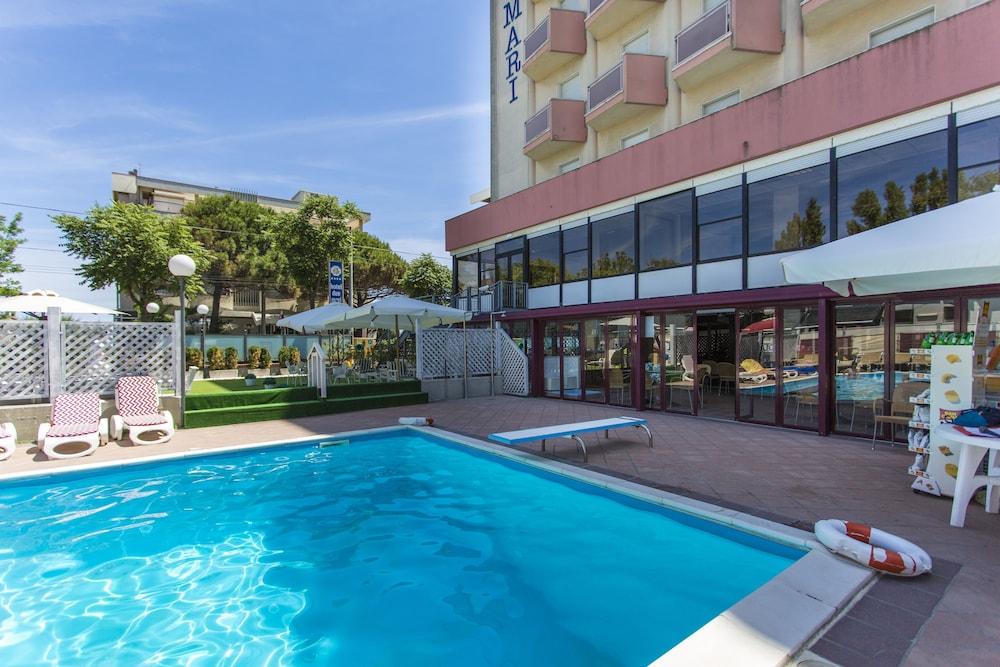 호텔 두에 마리(Hotel Due Mari) Hotel Image 56 - Outdoor Pool