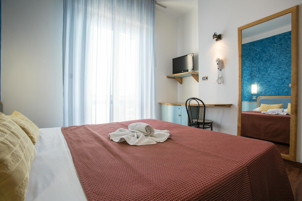 호텔 두에 마리(Hotel Due Mari) Hotel Image 46 - Guestroom View