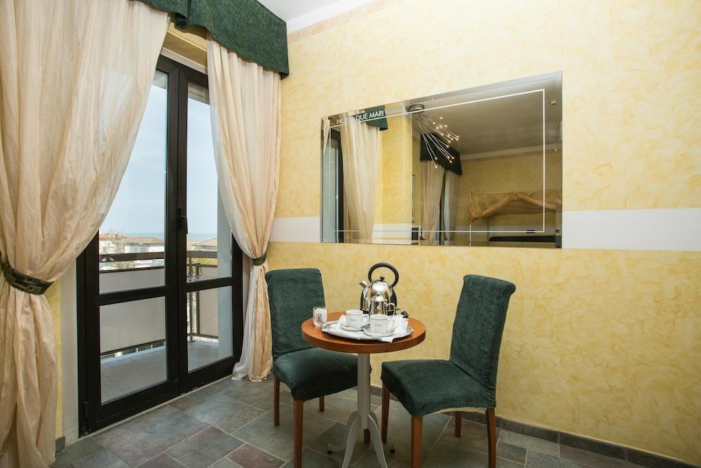 호텔 두에 마리(Hotel Due Mari) Hotel Image 32 - Living Room