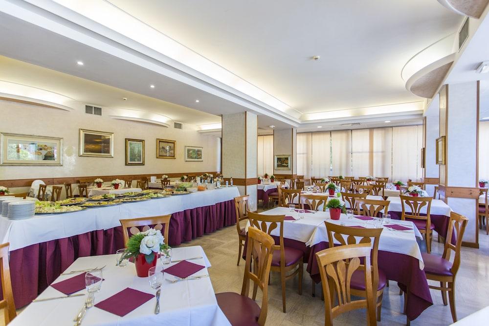 호텔 두에 마리(Hotel Due Mari) Hotel Image 65 - Buffet