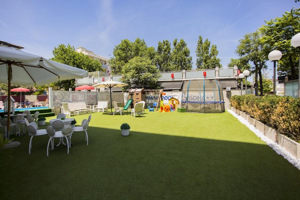 호텔 두에 마리(Hotel Due Mari) Hotel Image 60 - Childrens Play Area - Outdoor