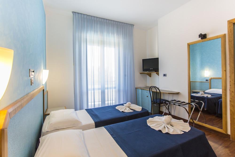 호텔 두에 마리(Hotel Due Mari) Hotel Image 25 - Guestroom