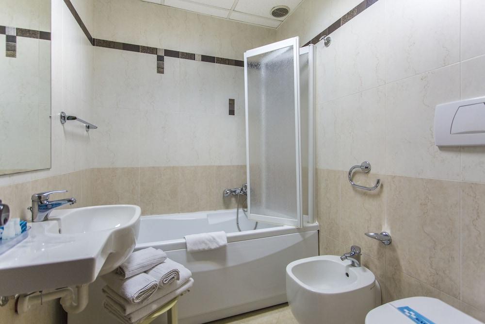 호텔 두에 마리(Hotel Due Mari) Hotel Image 31 - Guestroom