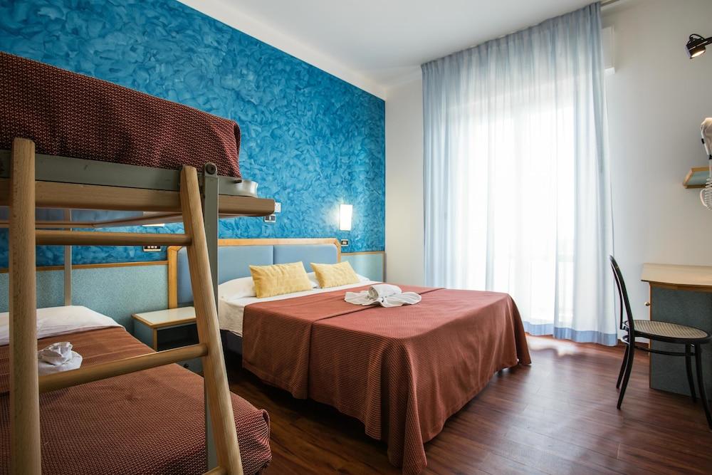 호텔 두에 마리(Hotel Due Mari) Hotel Image 48 - Guestroom View