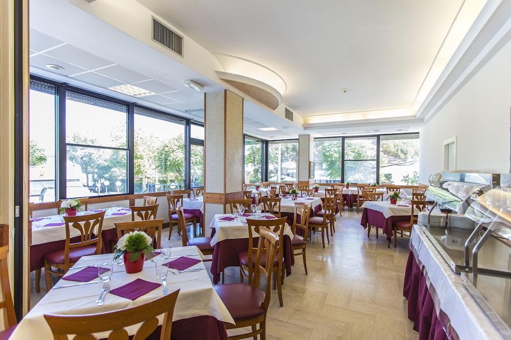 호텔 두에 마리(Hotel Due Mari) Hotel Image 62 - Restaurant