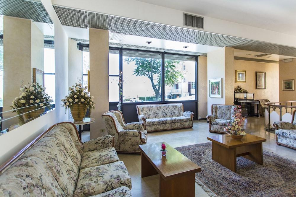 호텔 두에 마리(Hotel Due Mari) Hotel Image 6 - Lobby Sitting Area