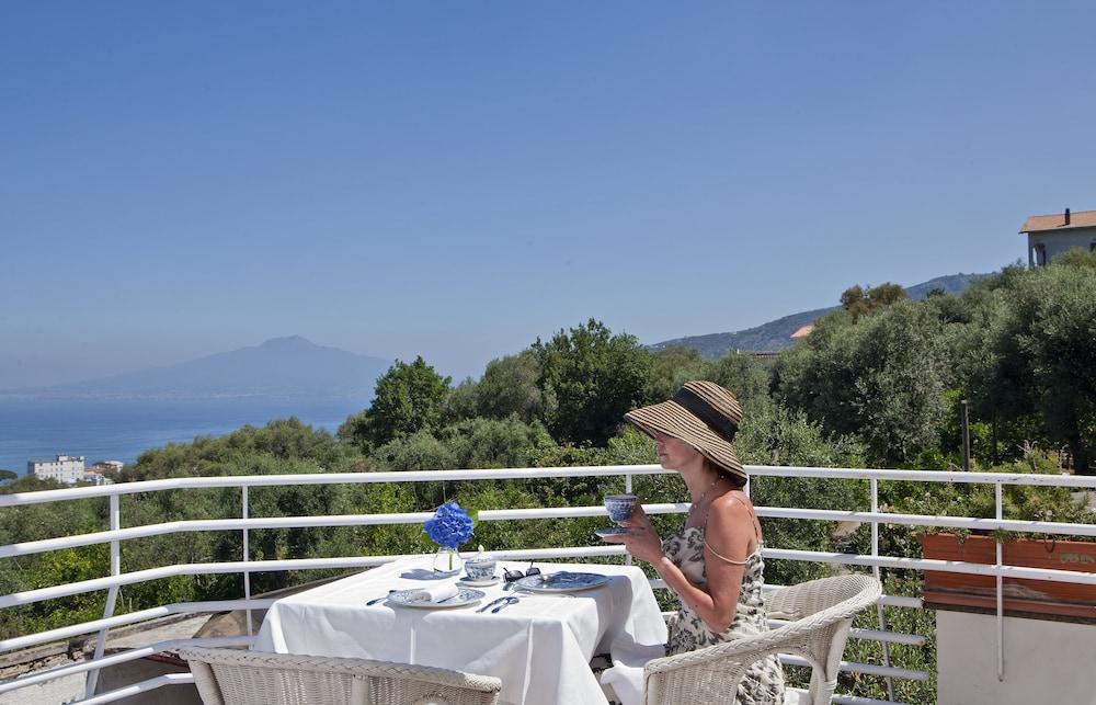 빌라 오리아나 릴레(Villa Oriana Relais) Hotel Image 59 - Terrace/Patio