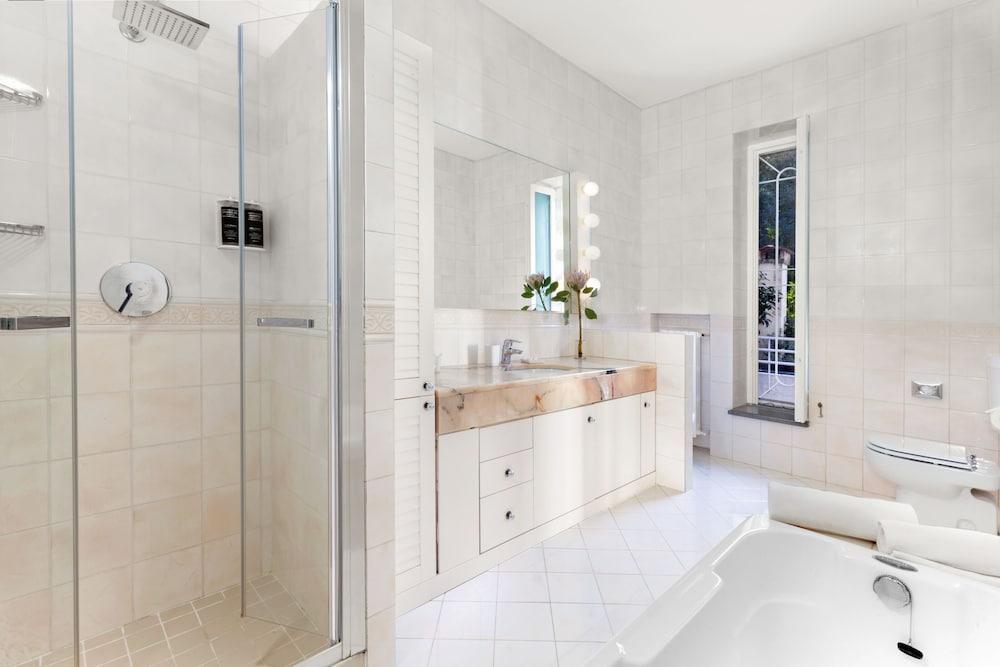 빌라 오리아나 릴레(Villa Oriana Relais) Hotel Image 66 - Bathroom