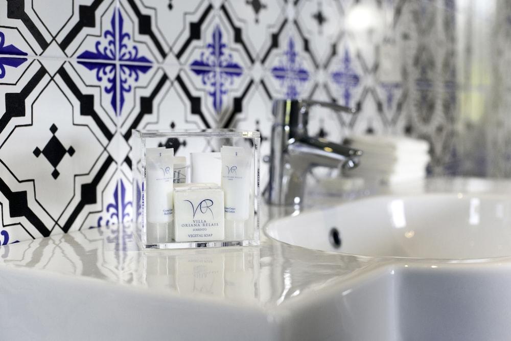 빌라 오리아나 릴레(Villa Oriana Relais) Hotel Image 35 - Bathroom
