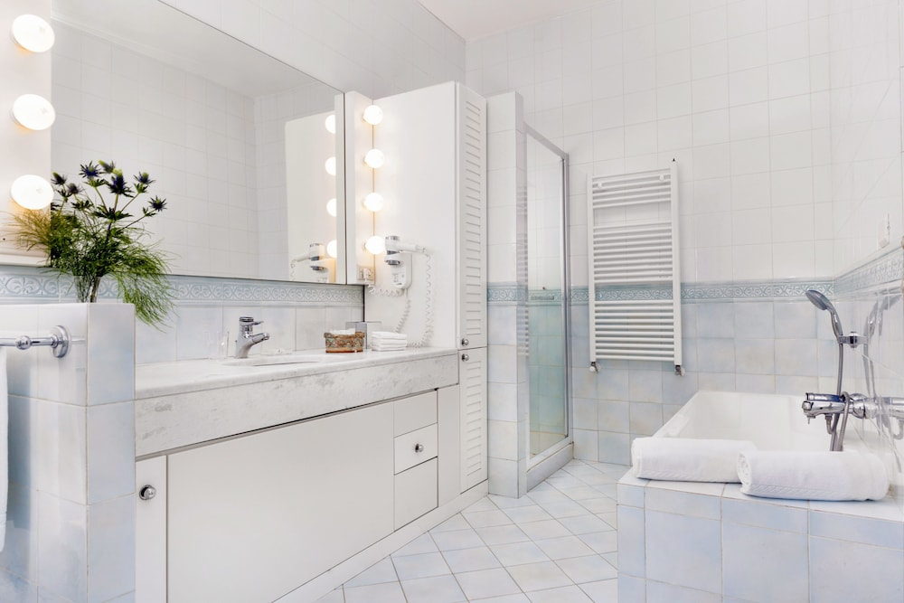 빌라 오리아나 릴레(Villa Oriana Relais) Hotel Image 36 - Bathroom