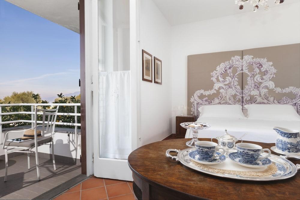 빌라 오리아나 릴레(Villa Oriana Relais) Hotel Image 26 - Guestroom View