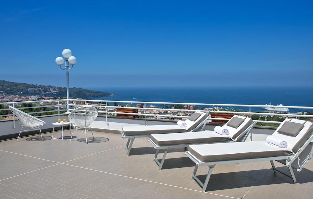 빌라 오리아나 릴레(Villa Oriana Relais) Hotel Image 61 - Sundeck