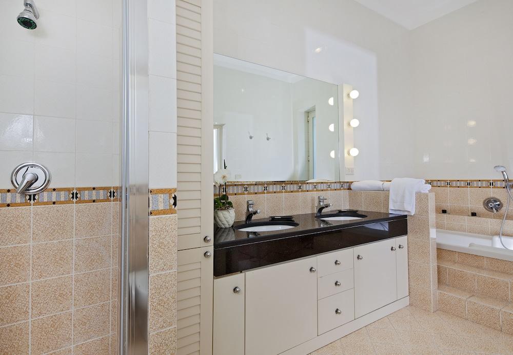 빌라 오리아나 릴레(Villa Oriana Relais) Hotel Image 31 - Bathroom