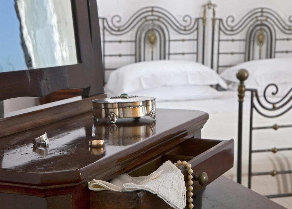 빌라 오리아나 릴레(Villa Oriana Relais) Hotel Image 24 - Guestroom View