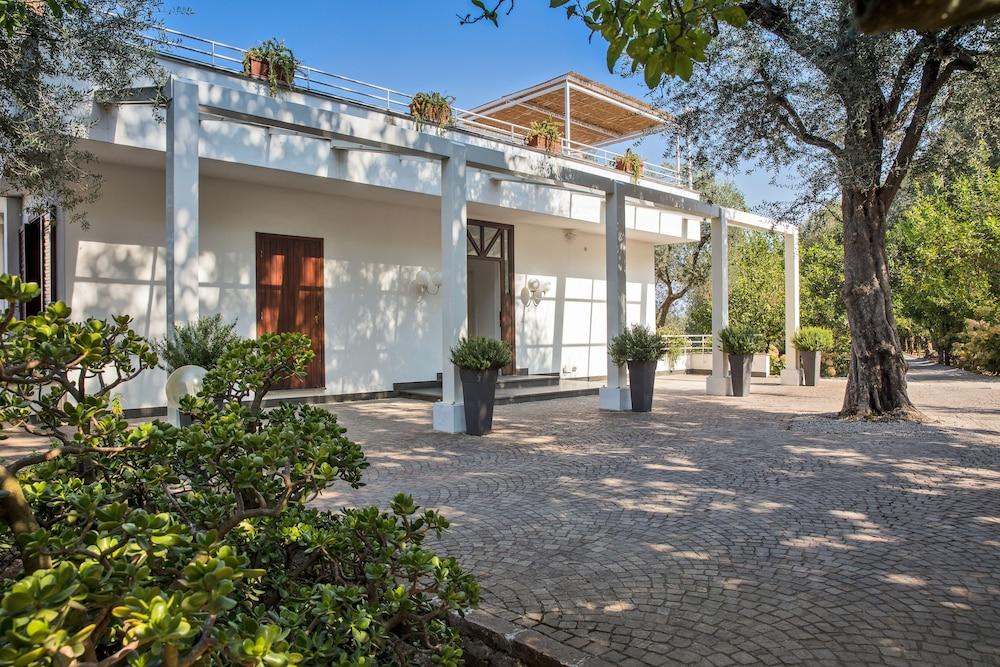 빌라 오리아나 릴레(Villa Oriana Relais) Hotel Image 65 - Exterior