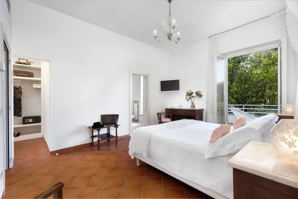 빌라 오리아나 릴레(Villa Oriana Relais) Hotel Image 30 - Guestroom View