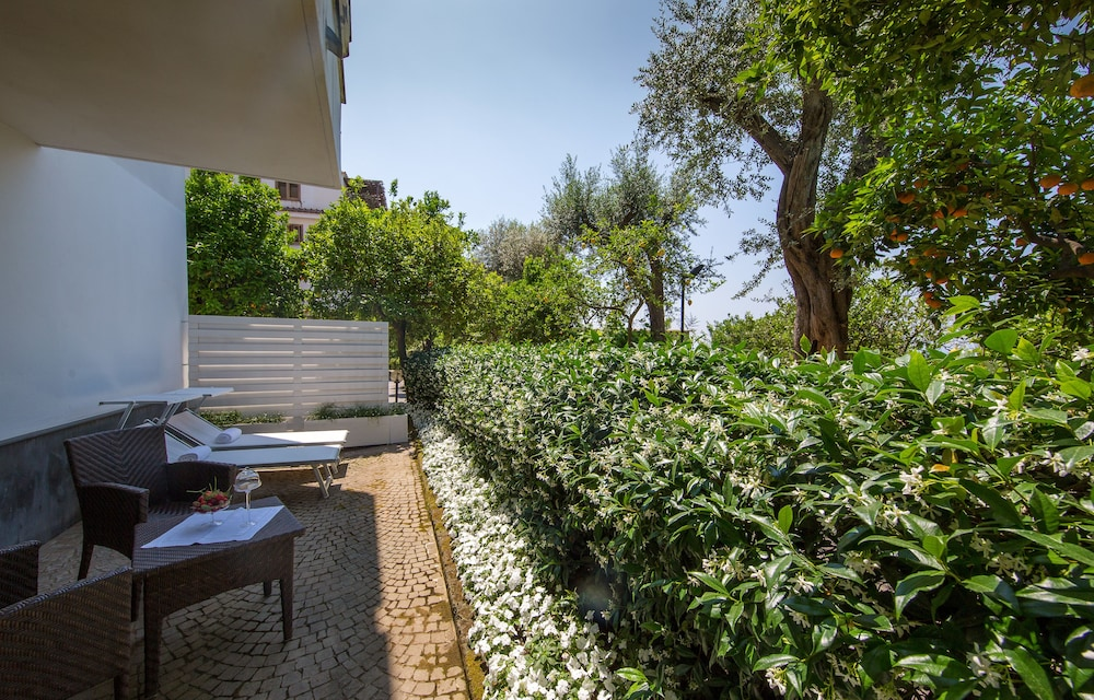 빌라 오리아나 릴레(Villa Oriana Relais) Hotel Image 58 - Terrace/Patio