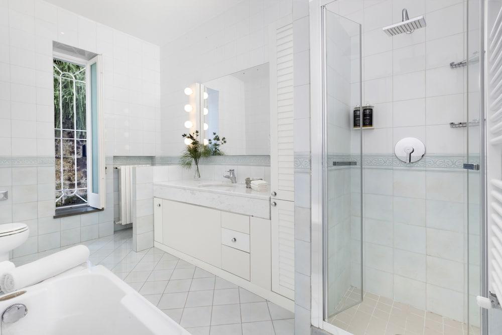 빌라 오리아나 릴레(Villa Oriana Relais) Hotel Image 39 - Bathroom