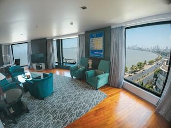 Suite, 1 King Bed, Sea View, Corner