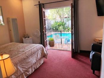 Room, 1 Queen Bed, Balcony, Poolside