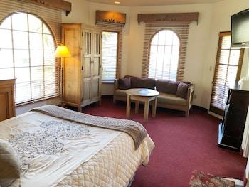 Room, 1 Queen Bed, Balcony, Corner