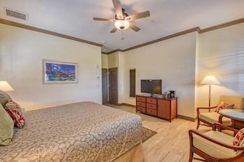 Premium Room, 1 King Bed, Balcony, Courtyard View