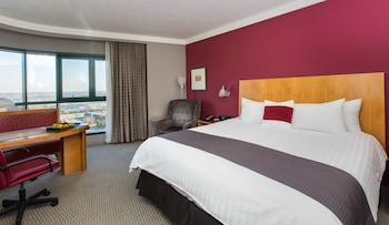 Deluxe Room, 1 King Bed, Balcony, Golf View