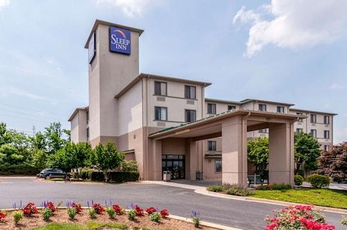 . Sleep Inn & Suites Harrisonburg near University